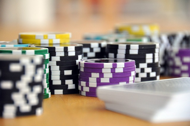 Simple Rules and Effective Straties for Winning at Domino Poker