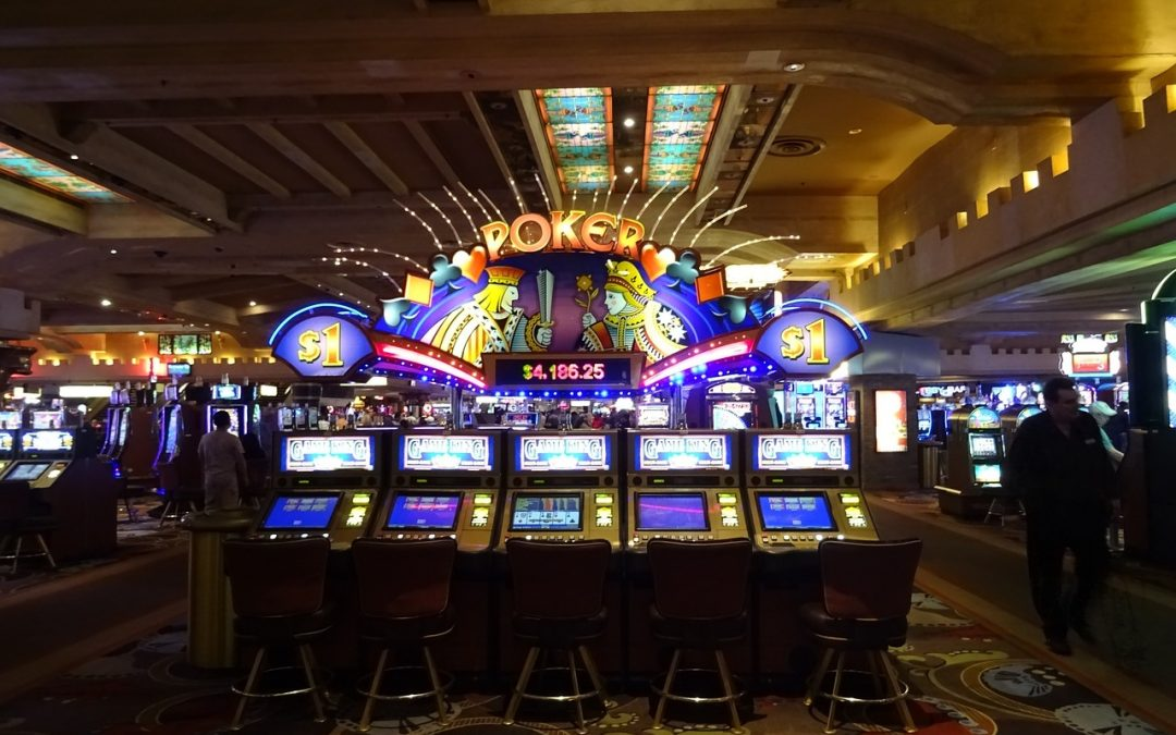 Are there big differences between gambling online vs live gambling?